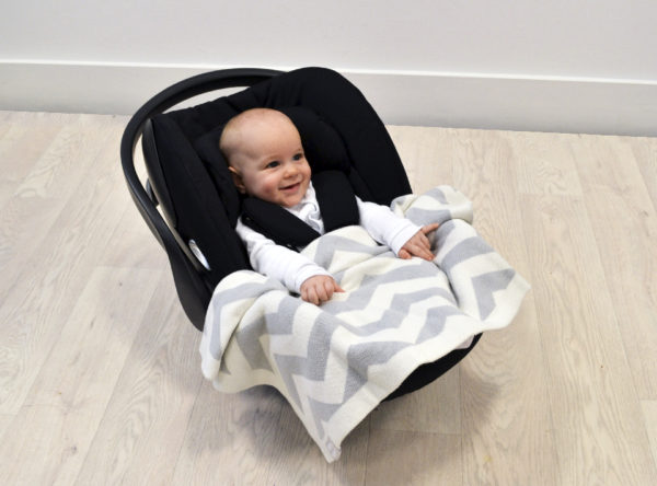 Grey-Chevron-Blanket-in-Carseat